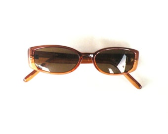 Guess Vintage Womans Sunglasses- Size Small- Polarized- Designer Frames-  Relaxing and Comfort