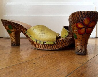 Vintage carved heel platform mules 37,5 tiki shoes 7