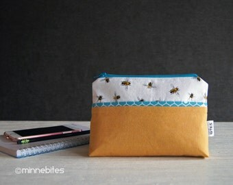 Honey Bee Wristlet - Planner Pouch - Hive Purse - Bee Vegan Purse - Yellow Wristlet Wallet - Beekeeper Gift - Organizer - Ready to Ship