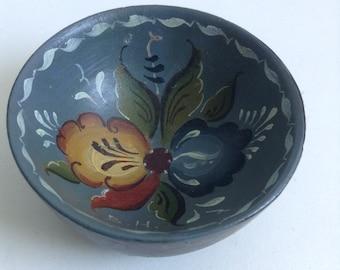 TINY Vintage Rosemaling Painted Wood Bowl. Mid Century, Danish Modern. Eames ERA.  Vintage 1960s.  Scandinavian.