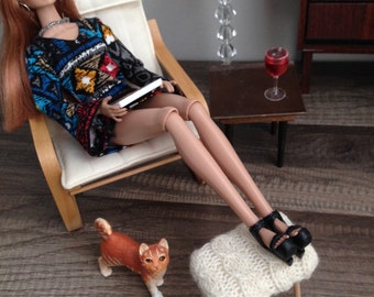 1/6 Scale Cable Knit Stool for Dioramas or Fashion Doll House