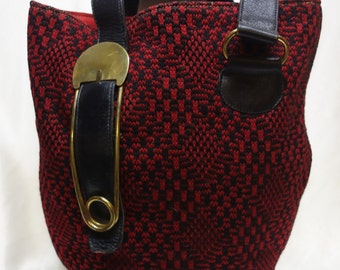 ROGER VAN S Vintage 60s Red/Black Knit Tall Handbag with Safety Pin Rare