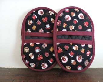 Mini Microwave Mitts-Oven Mitts-Pinchers-Hot Cocoa & Coffee Cup Motif w/Burgundy Trim-Free Shipping