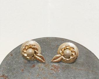 Vintage 1960s Gold Flower/Daisy Screw Back Earrings
