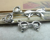 50pcs 11x21mm The Glasses  Silver Color Retro Pendant Charm For necklace Jewelry /Pendants C7012