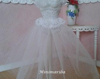 Miniature dollhouse tutù mannequin
