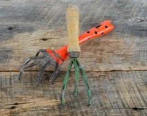2 Vintage Garden Claws Hand Held Tools