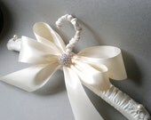 Grande Satin Wedding Hanger. Padded White or Ivory Satin. Bridal Shower GIFT Satin Jeweled Bow. Elegant Vogue Brid