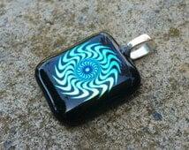 Gold/green Geometric pattern glass pendant