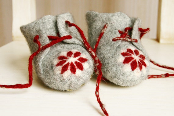 Felted Baby Toddler Shoes - Handmade felt baby shoes - Newborn boots Scandinavian ornament - Baby Size 2.5 - 6.5 - Ready to ship