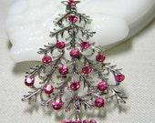 Feminine Openwork Christmas Tree Brooch with Pink Rhinestones