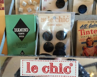 Le Chic Fashion Button Store Display