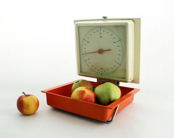 Vintage Kitchen Scale, Orange / White wall hanging Scale 70s, Wall scale