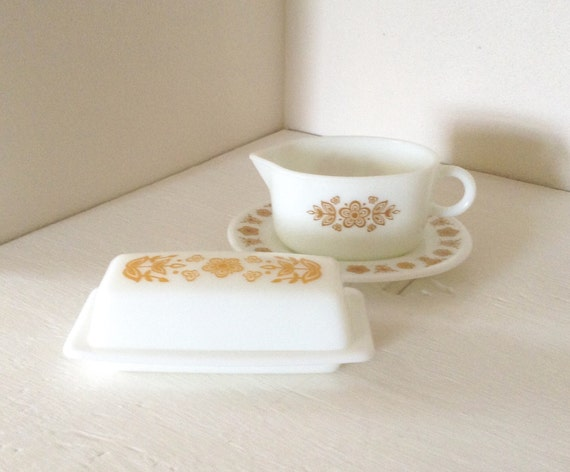 Pyrex gravy boat and saucer - butterfly gold - Pyrex butter dish with lid - Pyrex gravy boat - Pyrex butter dish butterfly gold