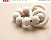 Christmas gift idee Teething ring toy with wooden beads and 2 wooden rings. Neutral waldorf wooden beads rattle.