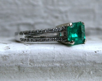 Vintage 18K White Gold Diamond and Emerald Ring - 2.71ct.