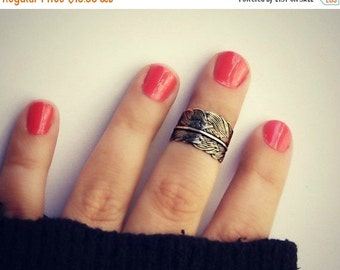 FALL SALE antique brass feather knuckle ring, midi ring, bird ring, bronze knuckle ring, unique ring