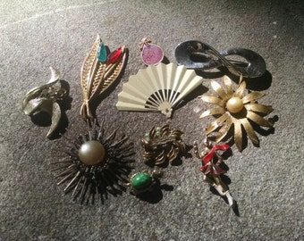 10 Damaged Vintage Brooches