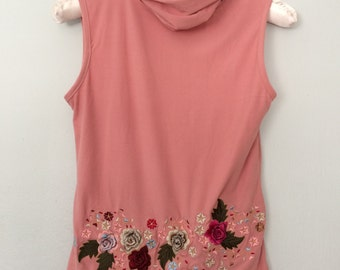 Vintage Rose Sleeveless Turtleneck Floral Appliques