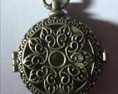 Exotic Solid Vanilla Amber Perfume In Locket