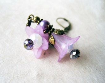 Purple Flower Earrings. Lavender and Lilac Lucite Flower Earrings. Whimsical Faerie Jewelry. Beaded Amethyst Stargazer Lily Earrings.