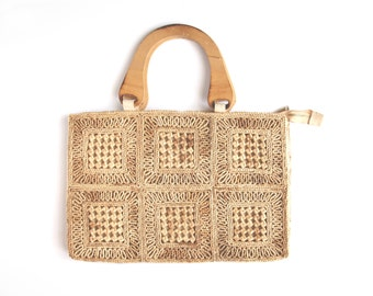 Darling 1960s Vintage Woven Straw Purse / Perfect for Summer