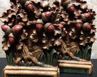 The Raffia Collection - Vandor Acorn Bookends