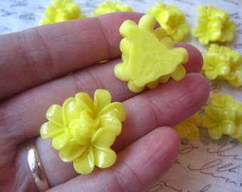 Flower Cabochons / YELLOW Flower Clusters / 21mm / Resin Flower Cabochon / Flat Backs / No Holes