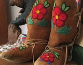 Vintage Native American Beaded Boots  Sz. 6.5-7  Tan with Seed Beading