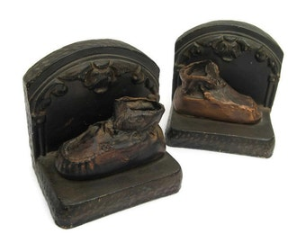 vintage bookends, chalkware bookends, metal baby shoes, hammered, 1930s