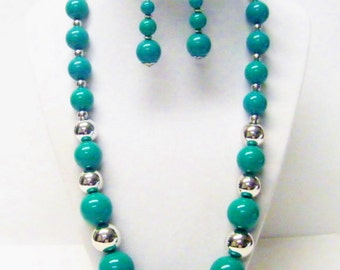 Round Green & Silver Graduated Acrylic Bead Necklace and  Earrings Set
