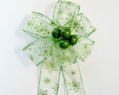 Green snowflake glitter gift bow, Christmas berry gift bow, Gift bow for wreaths, Small bow for Christmas tree, Christmas in July bow (C490)