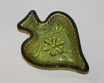 Vintage Indiana Glass Green Spade Trinket Dish - Early American - Indiana Sandwich Pattern - Collectibles - Ashtray - Americana - Home Decor