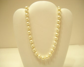 Vintage 10mm Faux Pearl Necklace (6519)