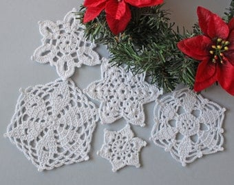 Set of 5 crochet snowflakes, tree ornaments, white Christmas stars, holiday decor, gift wrapping, Ready to ship