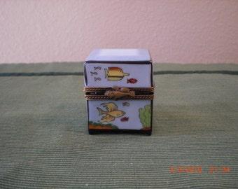 Peint Main Limoges fish theme perfume bottles box