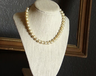 Pearl Necklace - Vintage Single Strand Peals  -  Retro - Wedding - Hollywood
