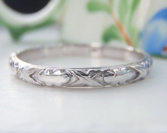 Art Deco Engraved Vintage Wedding Band, Ring. 18K Solid White Gold. Sweet, Quirky and Gorgeously Patterned. Stacking Ring. A Lovely Heirloom