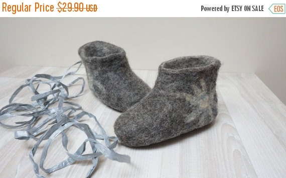 CIJ SALE Felt baby children newborn toddler booties shoes slippers made of wool size Gift 6 12 month Custom gray blue red shower Christmas