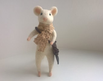 Needle felted mouse. White mouse with bag.