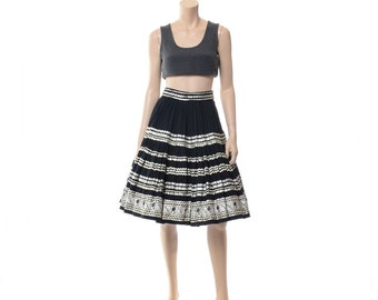 Vintage 50s 60s Southwestern Rockabilly Circle Skirt 1950s 1960s Black + Silver Metallic Squaw Indian Western Square Dance Full Skirt / S