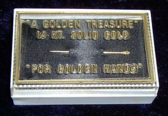 Vintage.....14K Solid Yellow Gold,  Sewing Needle.. In it's Original Case.