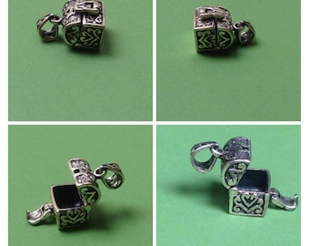 Vintage 925 Sterling Silver charm, treasure chest that opens / silver locket wish box / jewelry making supply