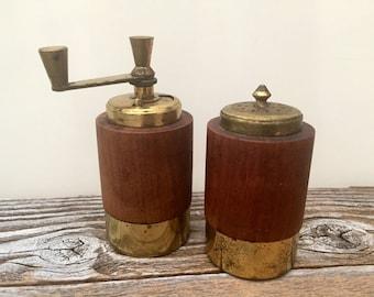 Vintage Pair Wood Brass Salt Pepper Mill Shakers, Macina Temperata, Made in Italy