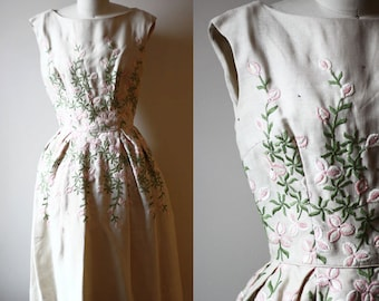1950s floral embroidered dress // garden party dress // vintage dress