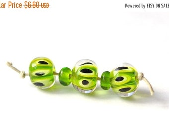 ON SALE Green Dotted - 5 Beads Set - handmade glass lampwork beads