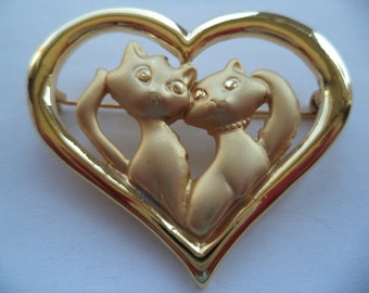 Vintage Unsigned Goldtone/Matt Cats in Heart  Brooch/Pin