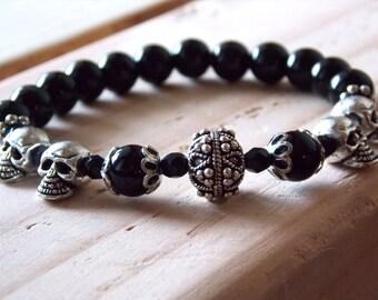 Black Bead Silver Skulls Bracelet // Silver Marquis Head Bead // Black Onyx Beads // Handmade Elastic Bracelet // Going Out Jewelry // Skull