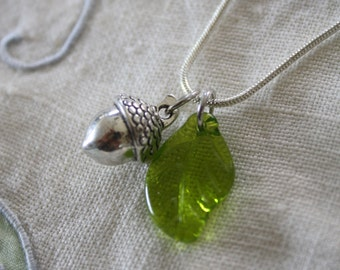Acorn pendant, leaf and acorn pendant, acorn leaf necklace, green pendant, nature pendant, forest necklace, made in Canada