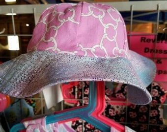 Reversible Blue and pink chainlink with blue and pink marbled  brim Reversible